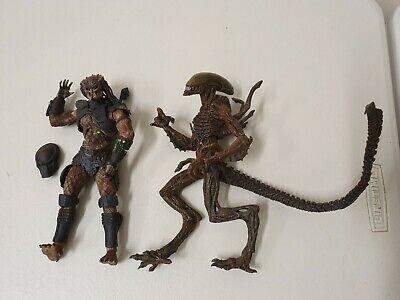 Mcfarlane Movie Maniacs Predator 2 and Alien Warrior toy action figures