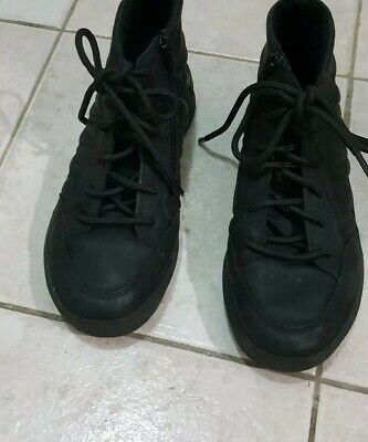 Boys Black High Top Shoes Laceup and zipper size 32 - 33