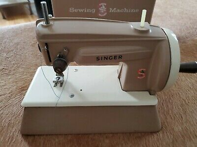 Vintage Child's Metal Toy Sewing Machine Singer 22851 with Carry Case Britian