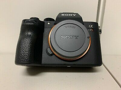 Sony Alpha A7 III Mirrorless Digital Camera Body Only ILCE7RM3/B (EXTRA BATTERY)