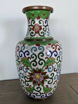 """Beautiful Chinese Cloisonne 6.5"""" Floral Pattern Vase, White Blue Green Red"""