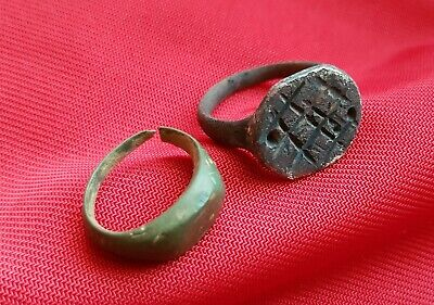 2 ROMAN RING'S . Lot with Ancient bronze roman rings