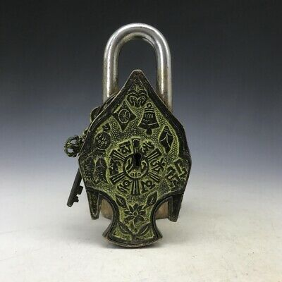 Chinese old Bronze hand-carved sculpture Buddha image lock and key statues