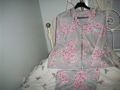 Women's Laura Scott 2 Pc Gray Floral  Pajama Set Size 3X Lsl Top & Crop Pants