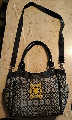 Petunia Pickle Bottom City Carryall Daisy Grey/Black Diaper bag with change pad