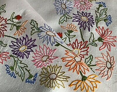 Beautiful Vintage Linen Hand Embroidered Tablecloth ~ Lovely Floral Circle