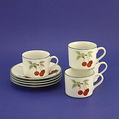 Four Royal Worcester 'Evesham Vale' (Green) Porcelain Duos (4 Cups & 4 Saucers)
