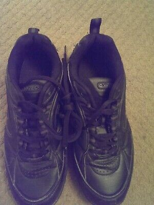 Mens or girls hitec black trainers size 7