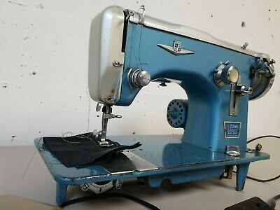 Vintage Montgomery Ward 21 Jewel Supreme Zig Zag Sewing Machine with Foot Pedal
