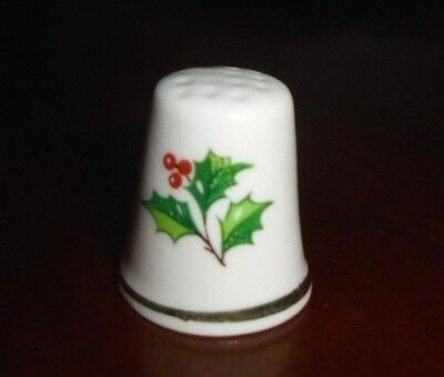 Collectable Bone China Thimble ~ Merry Christmas ~ Holly mistletoe ~ GC!  #31