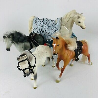 Vintage Grand Champion Lot (4) Plastic Horses White gray brown with accessories