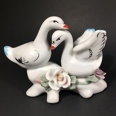 Vintage TWO SWAN Ceramic/Porcelain Figurine Love Pair with Flowers