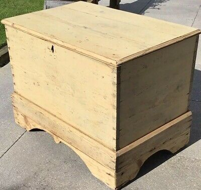 Victorian Pine Blanket Box On Bracket Feet With Hinged Lift Up & Over Lid.
