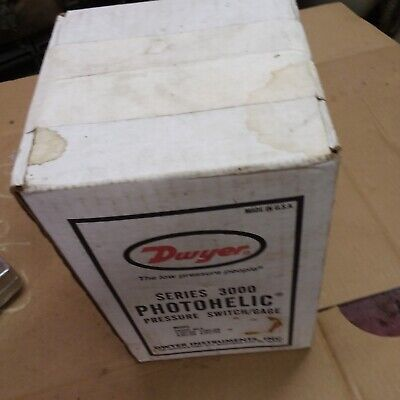 DWYER 3010 Photohelic Pressure Switch Gage 3000 Series