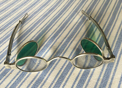 Sonnenbrille SILVER SPECTACLES WITH TINTED LENSES um 1880
