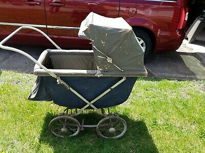 Antique early-mid 1900's Baby Buggy/Stroller.