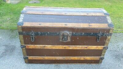 VINTAGE STEAMER TRUNK TRAVEL CHEST - APPROX 1940's