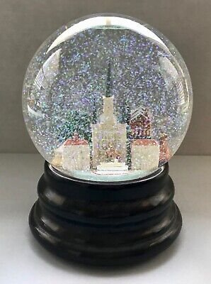 BEAUTIFUL Saks Fifth Avenue musical Snow Globe NEW ORLEANS, LOUISIANA (RETIRED)