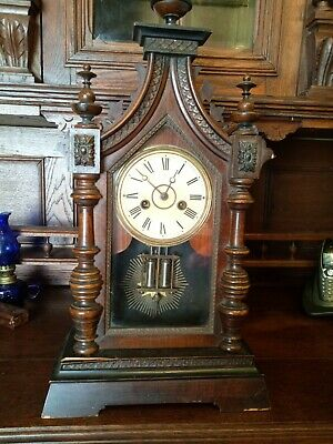 ANTIQUE WOODEN MANTLE CLOCK CLOCKS with key