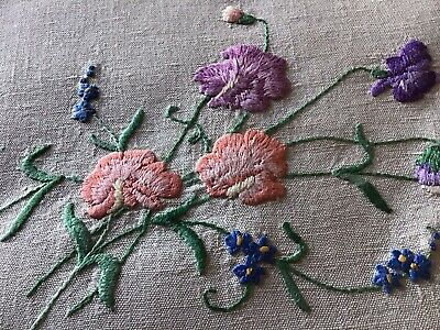 Beautiful Vintage Linen Hand Embroidered Tablecloth ~ Sweet Peas & Daisies