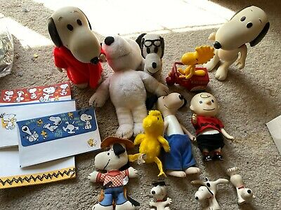 13 Peanuts LOT VINTAGE SNOOPY IN BATHROBE, KNICKERBOCKER, PAPER +++