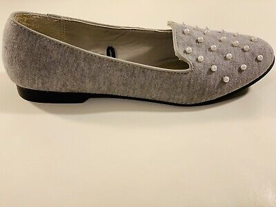 Flat pearl shoes ( loafer) / brand new, never been used, size 6