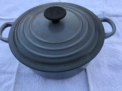 Le Creuset 20cm cast iron casserole pot with lid in grey - good condition