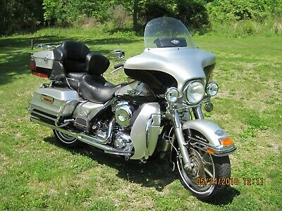 2003 Harley-Davidson Touring  2003 100th anniversary Ultra Classic in silver and black