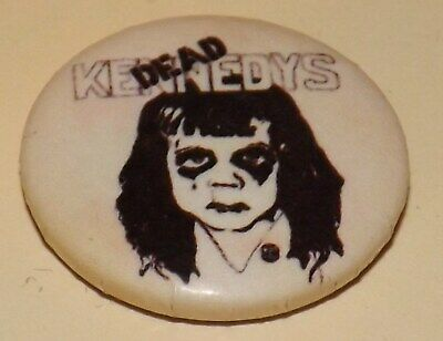 BADGE PIN 25mm DEAD KENNEDYS PUNK ROCK HARDCORE BUTTON PINBACK MUSIC OLD BAND