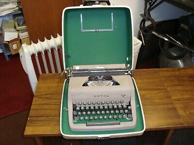 Royal  Senior Companion Portable Manual Typewriter