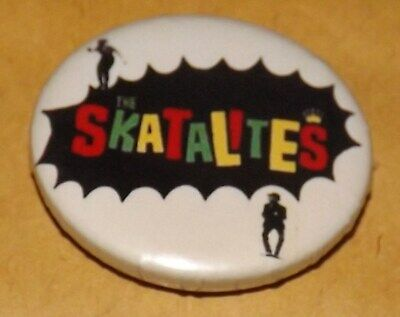 BADGE PIN 25mm THE SKATALITES SKA TWO TONE DANCE REGGAE BUTTON JAMAICA OLD BAND