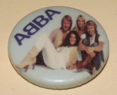 BADGE PIN 25mm ABBA ROCK POP MUSIC BUTTON FILM CINEMA DANCE PINBACK OLD BAND
