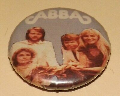 BADGE PIN 25mm ABBA ROCK POP MUSIC BUTTON FILM CINEMA DANCE PINBACK O OLD BAND