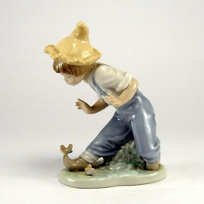 """Nao Lladro 1096 """"Little Visitors"""" Boy with Birds """"Klompen"""""""