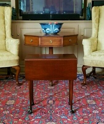 Williamsburg Style Mahogany Queen Anne Drop Leaf Tea / Side Table