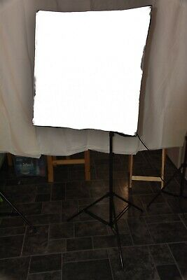 "2x Neweer Softboxes for professional photography 24"" x 24"""