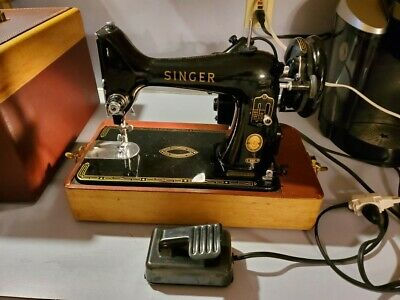 Vintage Singer Portable Sewing Machine Model 99k with Case, Light and Pedal