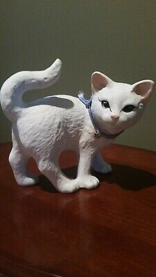 Beautiful Collectible Ceramic White Cat Statue - MINT & RARE!!!