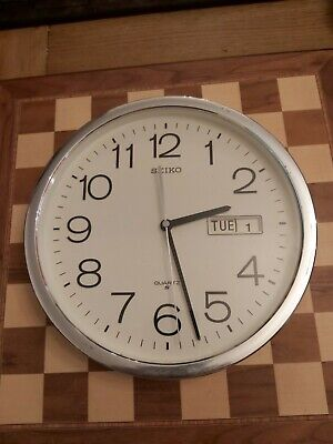 Seiko Quartz Wall Clock with Day Date Old School Style Diameter 31cm WORKING