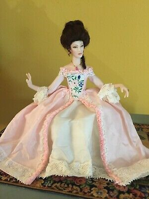BEAUTIFUL PALE YELLOW NIGHTGOWN  FOR THE LADY OF THE HOUSE-DOLL HOUSE MINIATURE