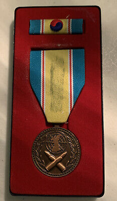 KOREAN WAR SERVICE RIBBON OUT OF 1951 DATED BOX   #RB315
