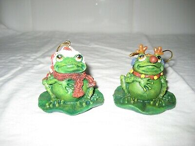 2 Piece Frog Christmas Ornaments Sitting On Lily Pad