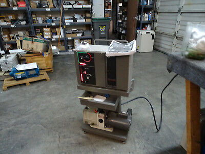 Varian 938-41 Helium Leak Testing Machine w/ SD-300 Vacuum Pump & Manual