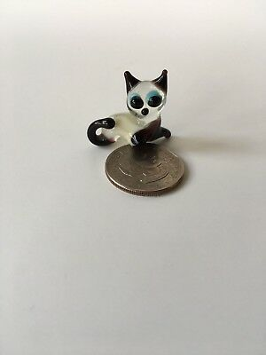 Glass  Figurine Animal Tiny  Black And Clear CAT Figurine (unknown maker )