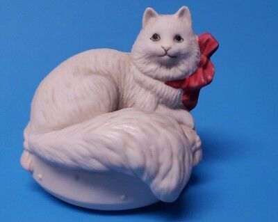 VINTAGE White Cat With Red Bow On Pillow  Figurine ( MUST SEE ) UNKNOWN MAKER