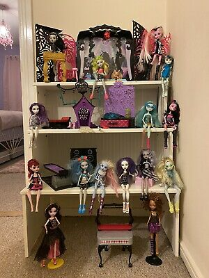 MONSTER HIGH Bundle Including 13 Wishes Party Mp3 Player, Accessories And Dolls