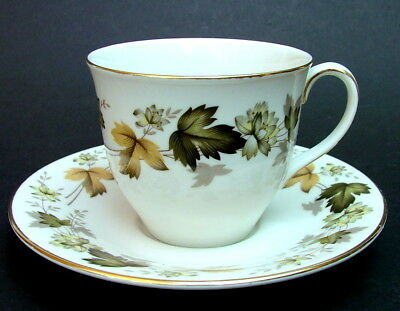 Royal Doulton Larchmont TC 1019 Pattern Tea Cups & Saucers Look in VGC