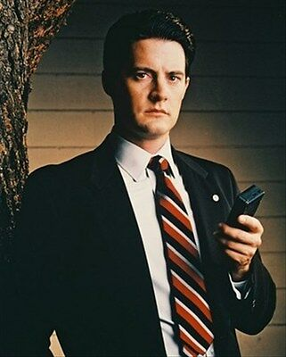 Kyle Maclachlan As Special Agent Dale Cooper 8X10 Photo