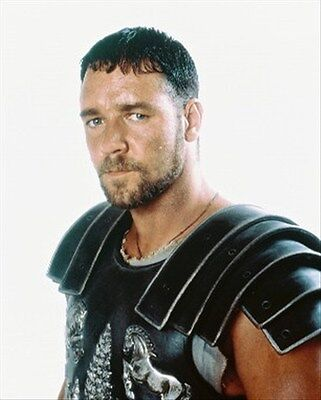 RUSSELL CROWE 8X10 PHOTO iconic pic 245487