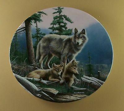 FIRST OUTING Call of the Wilderness WOLF Plate KNOWLES Wolves